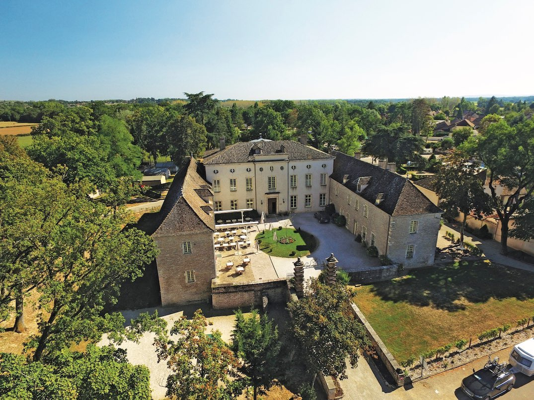 Pin Parasol Distance Maison chateau de l'eperviere | camping in burgundy | french campsites